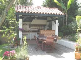 comment construire une cuisine exterieure aménagement extérieur création d une cuisine d été à la cagne