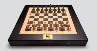 New York Travel Chess Set images Square off world 39 s smartest chess board indiegogo jpg