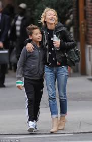 how does kelly ripa style her hair kelly ripa bonds with her son joaquin after his dentist