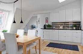 parquet de cuisine cuisine avec parquet cuisine blanche et bois le mariage parfait
