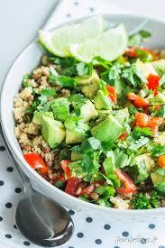 comment cuisiner le quinoa recettes salade de quinoa lentilles et avocat lentilles avocat et salades