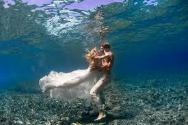 underwater wedding underwater wedding photos0003 image 379513 polka dot