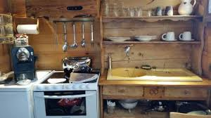 cuisine au lave vaisselle cuisine équipée avec cafetière frigo plaque vitrocéramique four