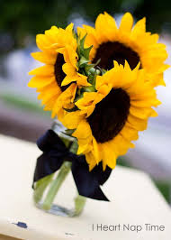 Centerpieces With Sunflowers by Best 25 Mason Jar Arrangements Ideas On Pinterest Mason Jar