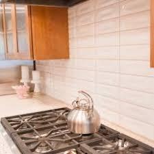 Photos HGTV - White tile backsplash