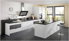 cuisine blanche moderne photo cuisine blanche grise amenager espace moderne