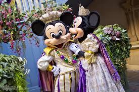 mardi gras king and costumes disneyland celebrates mardi gras as tinker bell half marathon races
