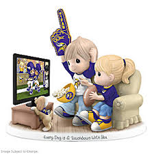 figurine precious moments every day is a touchdown with you