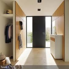 garderobe modern design garderobe hinter der trennwand aus holz beleuchtung eingang und