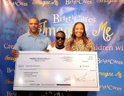 brittcares 7th annual thanksgiving event with kevin hart a