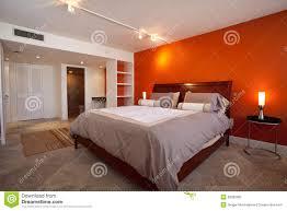 schlafzimmer mit orange wand stockbild bild 28082981