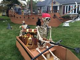 halloween 2016 giant haunted pirate ship anchors in north