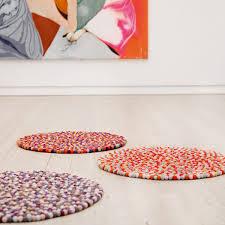 tapis boule feutre tapis pinocchio de hay connox