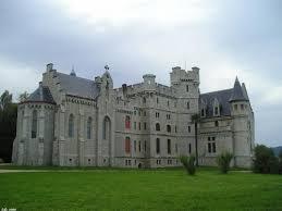 Los castillos más bonitos  Images?q=tbn:ANd9GcSzHgBycf8_8V3QtIVBm4CiduJaWN3B6OxHfOUelhogY1ZJ7zo&t=1&usg=__AN4abOS-rrHlPcPPPiEc9WwqhJc=