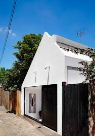 Second Hand Furniture Wanted Melbourne Austin Maynard Architects Design A Vibrant Home In Melbourne