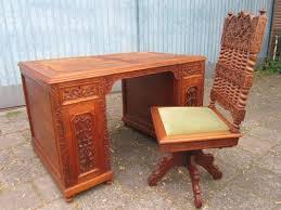 bureau style colonial bureau et chaise style colonial vintage en bois sculpté set de 2 en