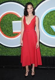 dress gal whoa gal gadot s dress isn t what it seems extratv
