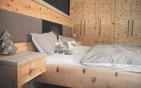 Schlafzimmerschrank Zirbe Schlafzimmer Zirbenholz Kaufen Funvit Wandfarbe Sonnengelb Grau