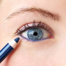 How To Shape Eyebrows With Concealer A Cheater U0027s Guide To Applying Eyeliner Into The Gloss