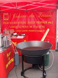 cuisine et saveurs service traiteur à domicile chaudron géant poêle géante