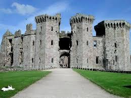 historical castles raglan castle