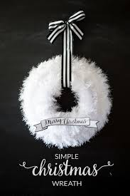Ideas On Decorating Christmas Wreaths by Best 25 White Wreath Ideas On Pinterest Door Wreaths Wreaths