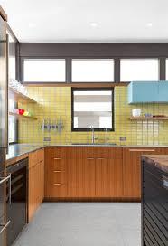 Modern Backsplashes For Kitchens by Best 25 Mid Century Kitchens Ideas On Pinterest Midcentury