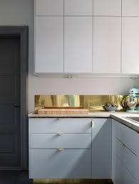 cuisine en metal du laiton dans la cuisine bling ou mat