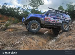 land cruiser off road tenom sabah malaysia oct 31 2015 stock photo 572121634 shutterstock