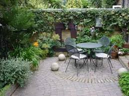 15 innovative designs for courtyard gardens hgtv garden design best 25 italian courtyard ideas on