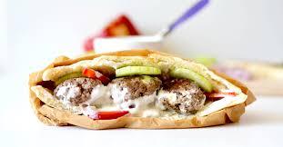 cuisine serbe lepinje pita aux boulettes de viande hachée à la feta semaine