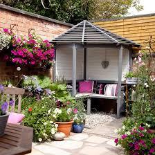 Backyard Flower Gardens by Best 25 Corner Garden Ideas On Pinterest Landscaping Ideas