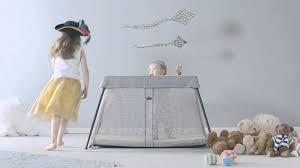 baby bjorn travel crib light babybjorn travel crib light video demo pramworld youtube