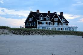 Dream House On The Beach - property image5 nice house with a big gardennear the center of the