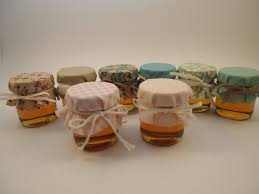 honey favors small jars of honey wedding favors unique looking honey wedding