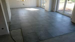 graue wohnzimmer fliesen graue wohnzimmer fliesen auerordentliche on grau designs plus