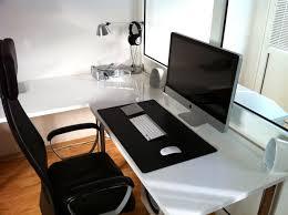 Minimalist Corner Desk Like The Desk And Simplicity Office Pinterest Minimalist