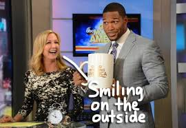 michael strahan new haircut kelly ripa ain t the only one mad over michael strahan s new job