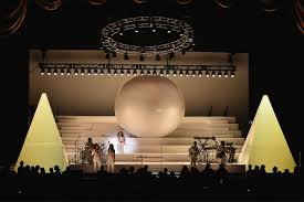 Radio City Ny Shows Seeing Solange Knowles Live Might Just Be The Healing Experience