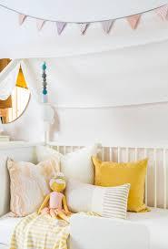 Throw Pillows Sofa by How To Mix Decorative Pillows 20 Guaranteed To Look Good
