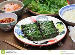 vietnamesische küche grilled zerkleinerte das rindfleisch das im betelblatt