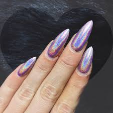 9 beautiful holographic nail designs that are easy to design on