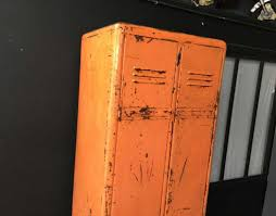 deco industrielle atelier vestiaire 2 portes arrondi orange