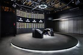 in store design experience promises custom shoes in less than 90