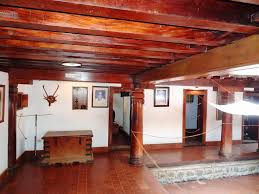 house with nadumuttam and nalukettu style architecture kerala