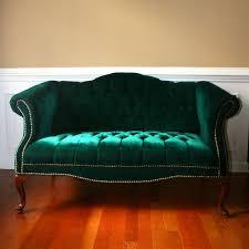 Tufted Chesterfield Sofa by Best 25 Velvet Tufted Sofa Ideas On Pinterest Velvet