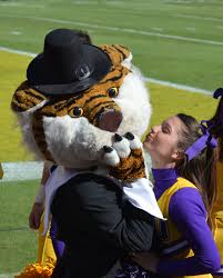 Cheerleader Flags Mike The Tiger Gets A Kiss From Lsu Cheerleader Jessie Lsu