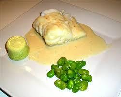 cuisiner un dos de cabillaud dos de cabillaud rôti aux févettes sauce et flans à l ail la