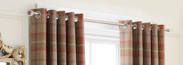 How Do I Hang A Curtain Rod Hanging Curtains How To Hang Curtains Do S Don Ts Apartment