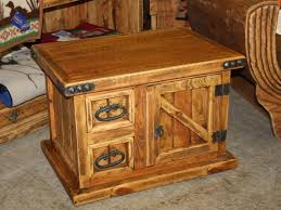 small rustic trunk coffee table decorate with old rustic trunk